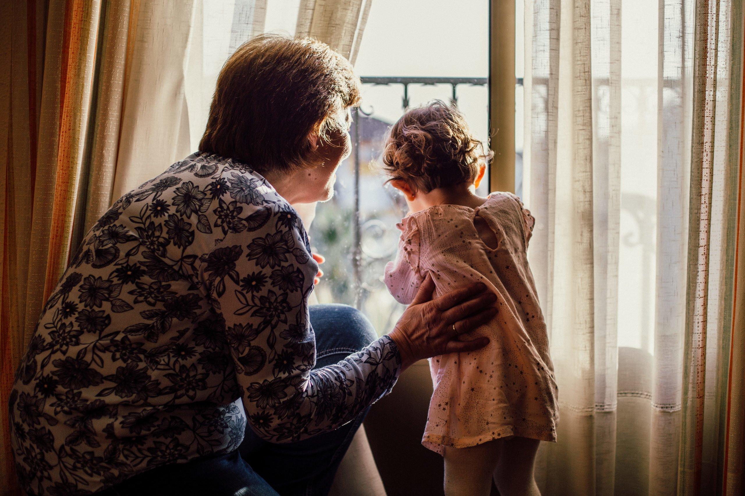 Onderzoeksrapport 'Omgang tussen grootouders en kleinkinderen' aan de Tweede Kamer aangeboden.
